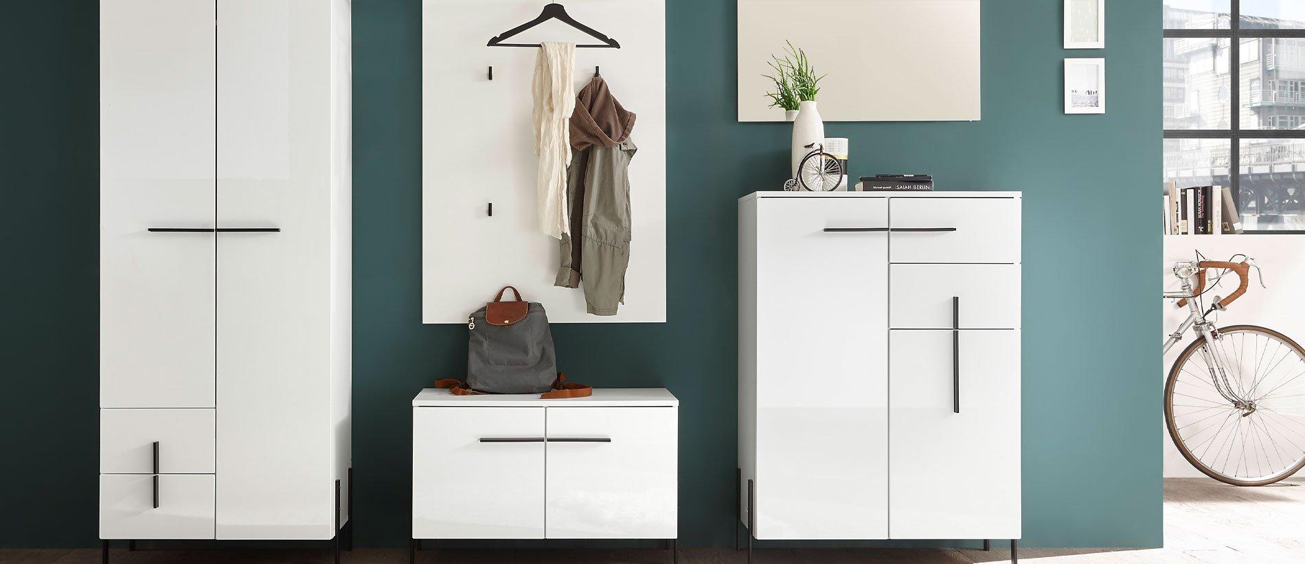 First Look – Nyon Garderobe, Weiß