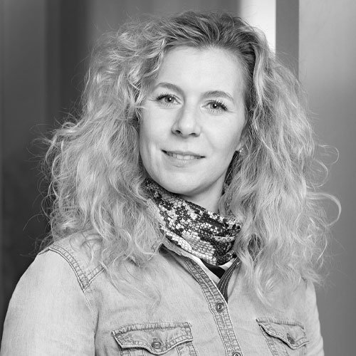 Laura Gergen, Kierownictwo sprzedaży