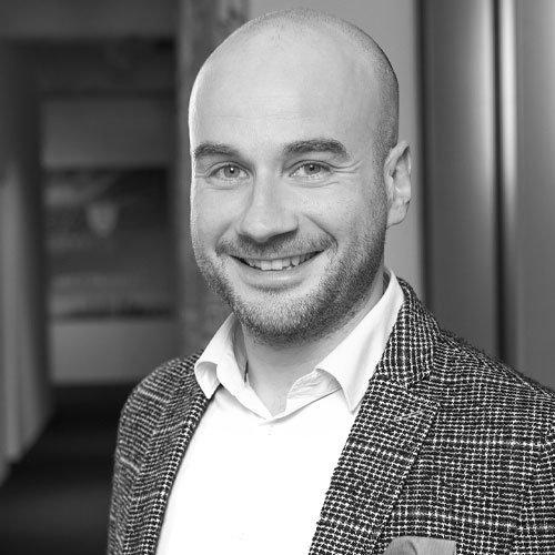 Sebastian Schneider, Sales
